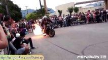 这才叫烧胎 摩托车手疯狂烧胎与特技